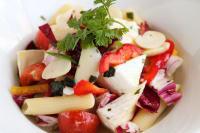 白花豆とカマンベールチーズのハーブサラダ
